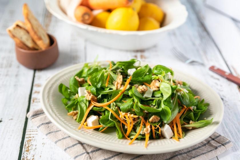 Σαλάτα με Baby Φύλλα Βαλεριάνας με πλιγούρι, καρύδια και ανθότυρο