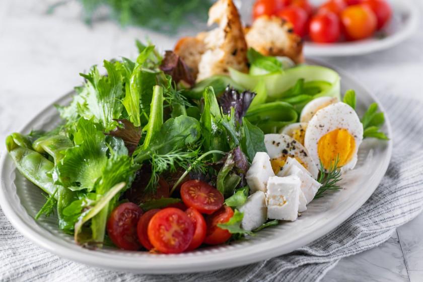 Σαλάτα Τραγανή με φέτα και φασολάκια