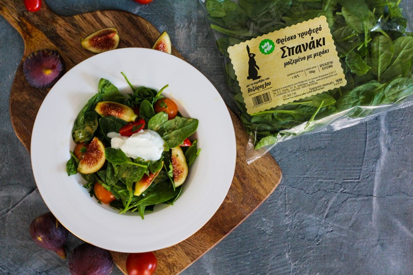Σαλάτα με baby φύλλα σπανάκι, ντοματίνια και κατίκι (σπανάκι)